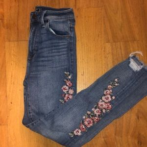 embroidered jeans!!